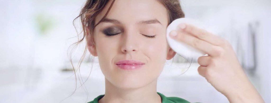 limpando maquiagem